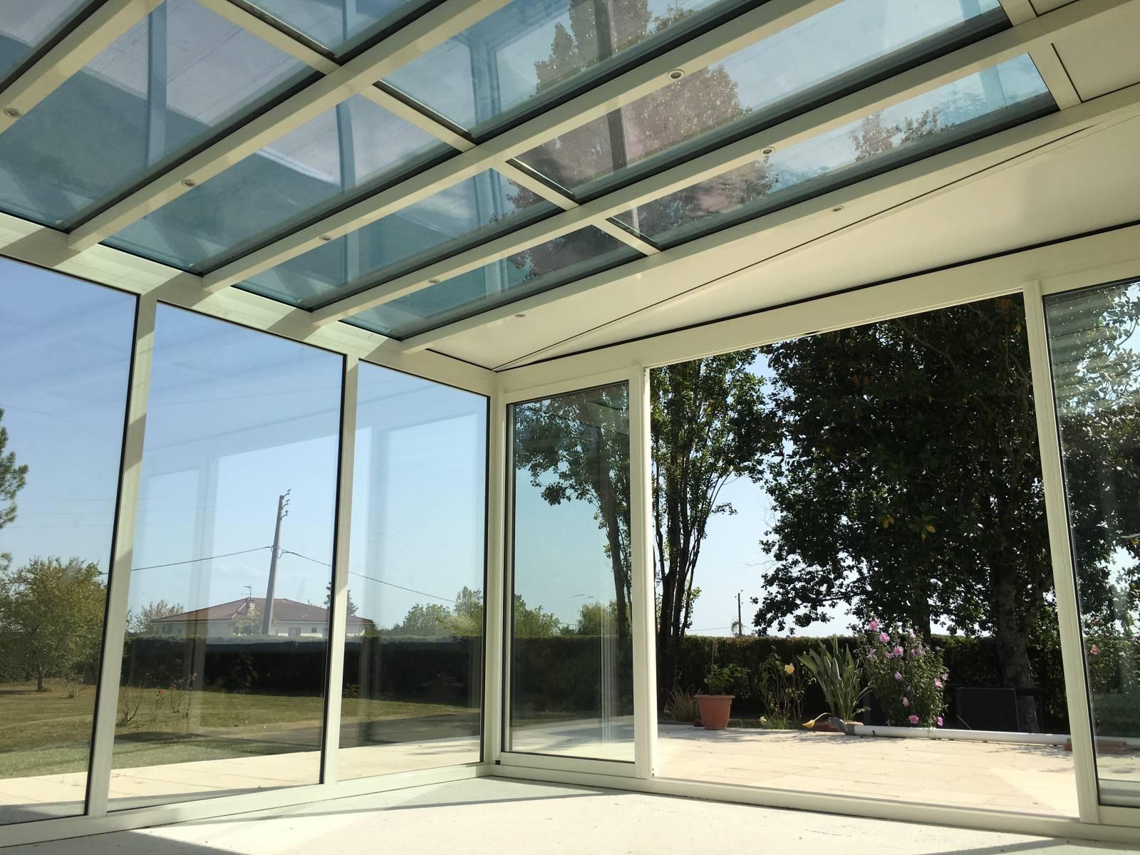 Vente et pose d'une véranda avec spots intégrés à Mazères près de Langon 33210 - Vente et pose ...
